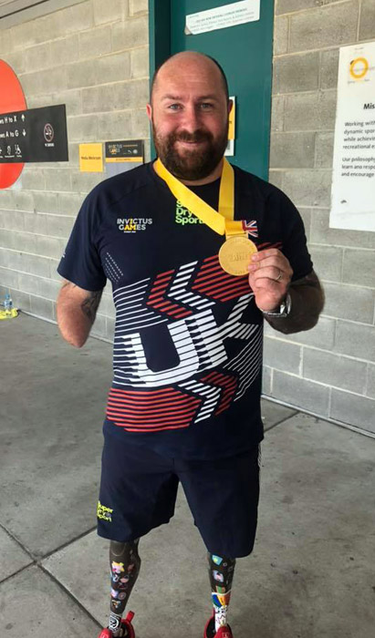 Dave with his 2018 Invictus Games gold medal